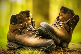 چه کفشی برای طبیعت گردی مناسب است؟